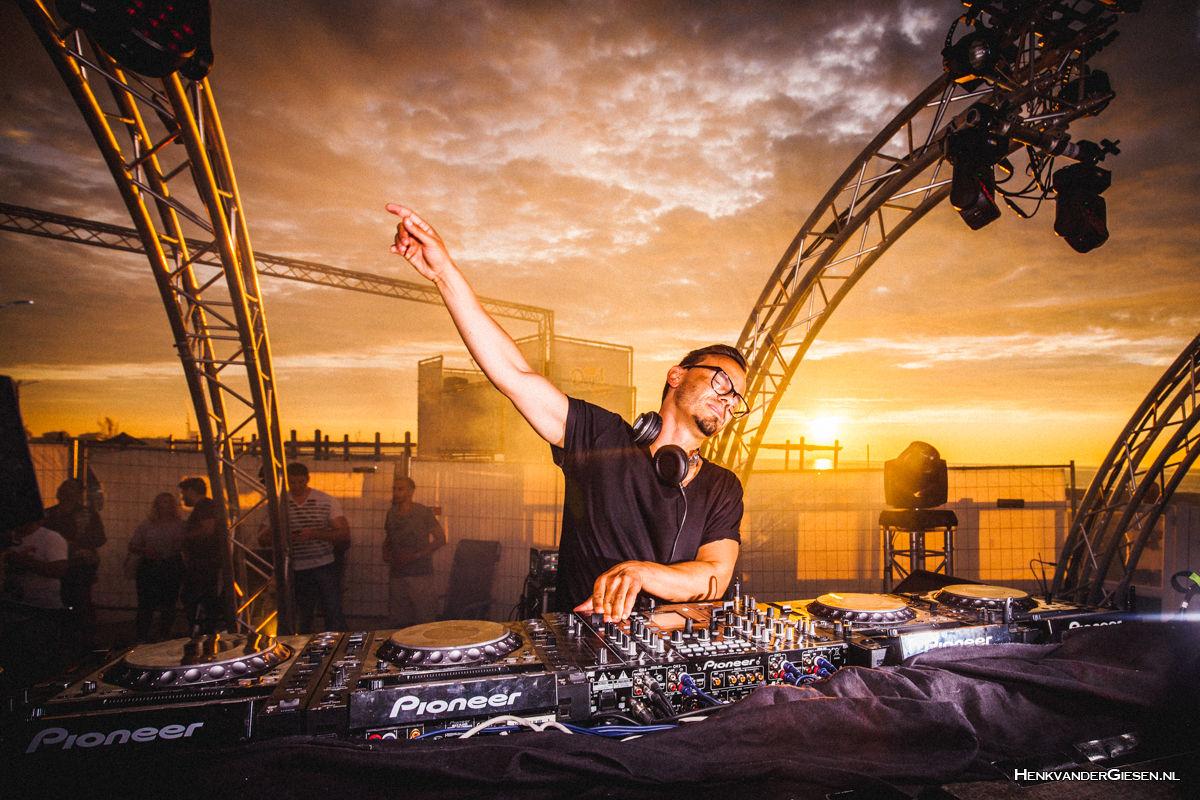 DJ Roog by Henk van der Giesen